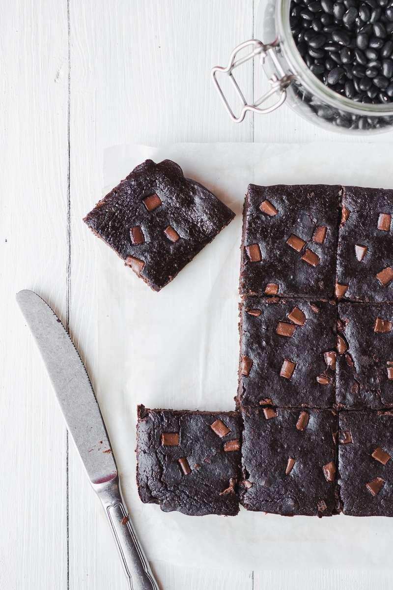 Brownies di fagioli neri al cioccolato, senza glutine nè latticini, low fat e solo 100 kcal!