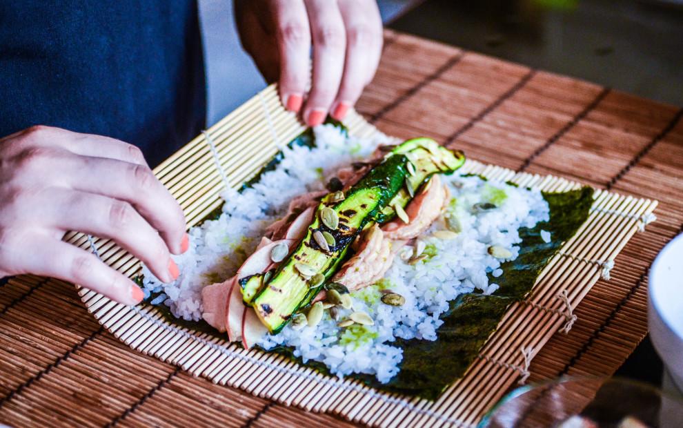 Sushirrito di salmone al miso