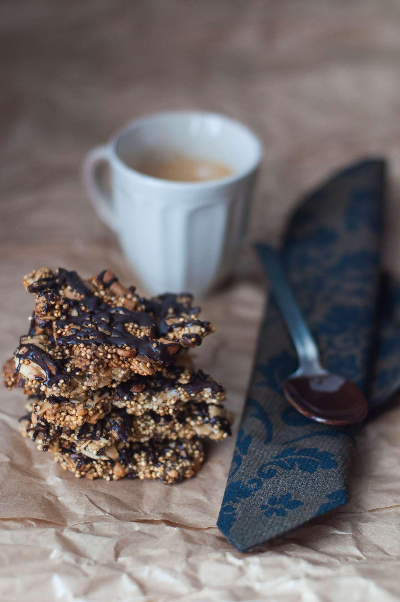 Croccante di quinoa e anacardi al cioccolato
