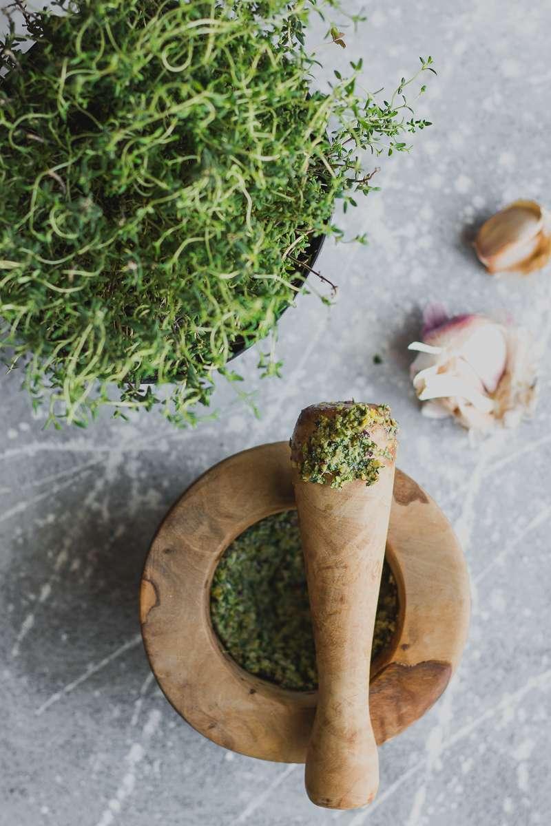 Pesto di erbe aromatiche per costolette d'agnello