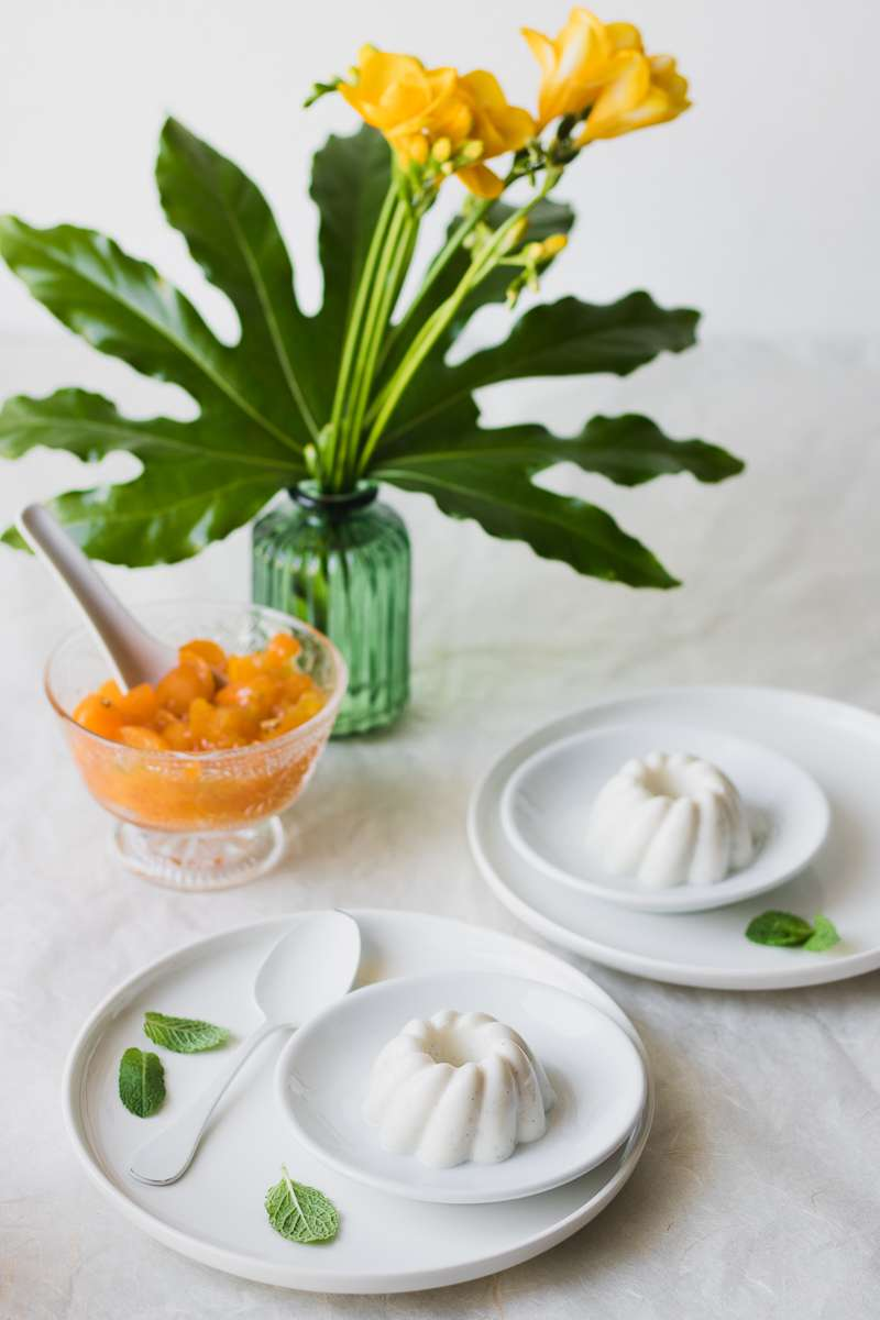 Panna cotta alleggerita senza panna con kumquat canditi e menta